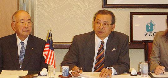 (あいさつするラジ駐日マレーシア大使、その左は稲森俊介AIS理事長)