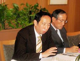 講演の清水東京新聞論説委員