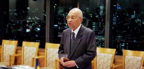 凸版印刷(株)小石川ビルにて、主催者代表あいさつをする 藤田凸版印刷会長