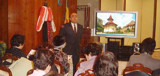 在日ルーマニア大使館にて、ネアグ駐日ルーマニア大使より説明を受けるLFEC会員ら