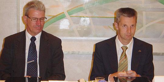 (右が41歳で夫人同伴のアルティス・パブリクス ラトビア外務大臣、左がヴァイヴァルス駐日ラトビア大使)