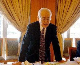 主催者あいさつの元駐印大使の山田中正FEC日印委員長代行