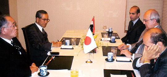 セラゲルディン館長(右の中央)、その右はバドル大使=東京全日空ホテル3階「雲海」
