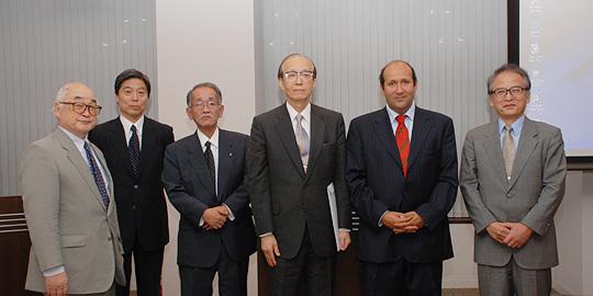 左から元イラク大使・片倉邦雄氏、丹羽理事、民間外交推進協会副理事長・埴岡和正氏、中村会長、駐日エジプト特命全権大使・ヒシャム・モハメッド・モスタファ・バドル氏、力武副会長