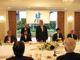 イラン国会議員一行とFEC役員(手前)との第44回FEC中東問題研究会・朝食会=ホテルオークラ東京