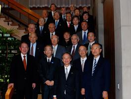 国政懇を終えての江田五月参議院議長(下段中央)とご出席者との記念写真
