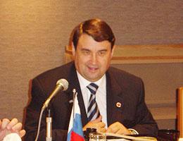 答礼あいさつのレヴィチン・ロシア運輸大臣