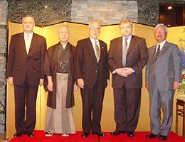 (受章の3氏とデニソフ次官(右から2人目)とベールイ大使(左端))
