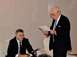 主催者あいさつの内藤明人日露委員長とオヴェチコ駐日代理大使(左)