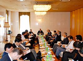 第8回日露経済問題協議会の開催風景=在日ロシア大使館