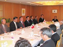 第122回FEC国際問題懇談会・昼食会開催風景