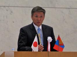 講演するバヤル・モンゴル首相