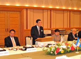 歓迎昼食会で来日に歓迎の意を表す金川FEC会長=帝国ホテル東京4階「桜の間」