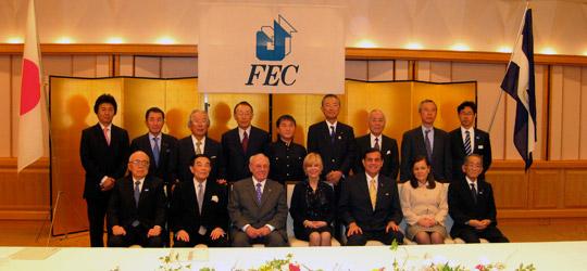 歓迎午餐会を終えての金川会長、モラレス副大統領夫妻と出席のFEC役員、アラナ駐日ニカラグア大使との記念写真