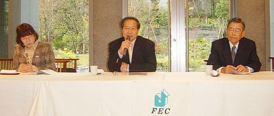 赤坂インターシティ2階「響」にて、講演するグエン在日ベトナム大使館参事官(中央)