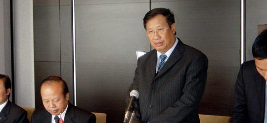 (答礼あいさつのキエム・副首相兼外相。その左はカップ駐日大使)