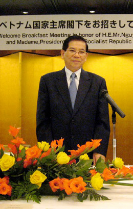 答礼あいさつのチエット・ベトナム大統領