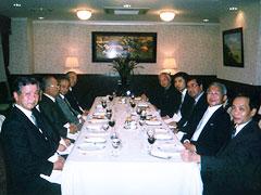 ビン大使主催夕食会 右が大使ら大使館幹部 左がFEC日越委員会役員