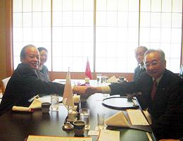 武藤前委員長と昼食懇談のカップ大使夫妻