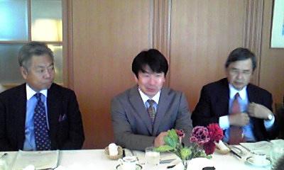 会場満席の中で講演の酒向みずほ総研主任研究員=ホテルオークラ東京・本館