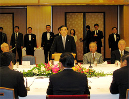マイン・ベトナム書記長を迎えての歓迎午餐会で主催者あいさつの金川千尋FEC会長